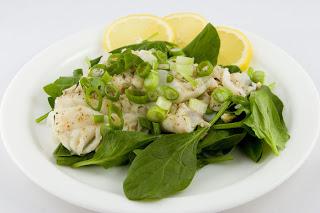 pescado con ensalada