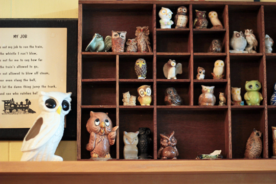 owls at Hoot Owl Cafe in Ponderay