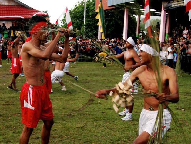 tradisi dan kepercayaan di indonesia