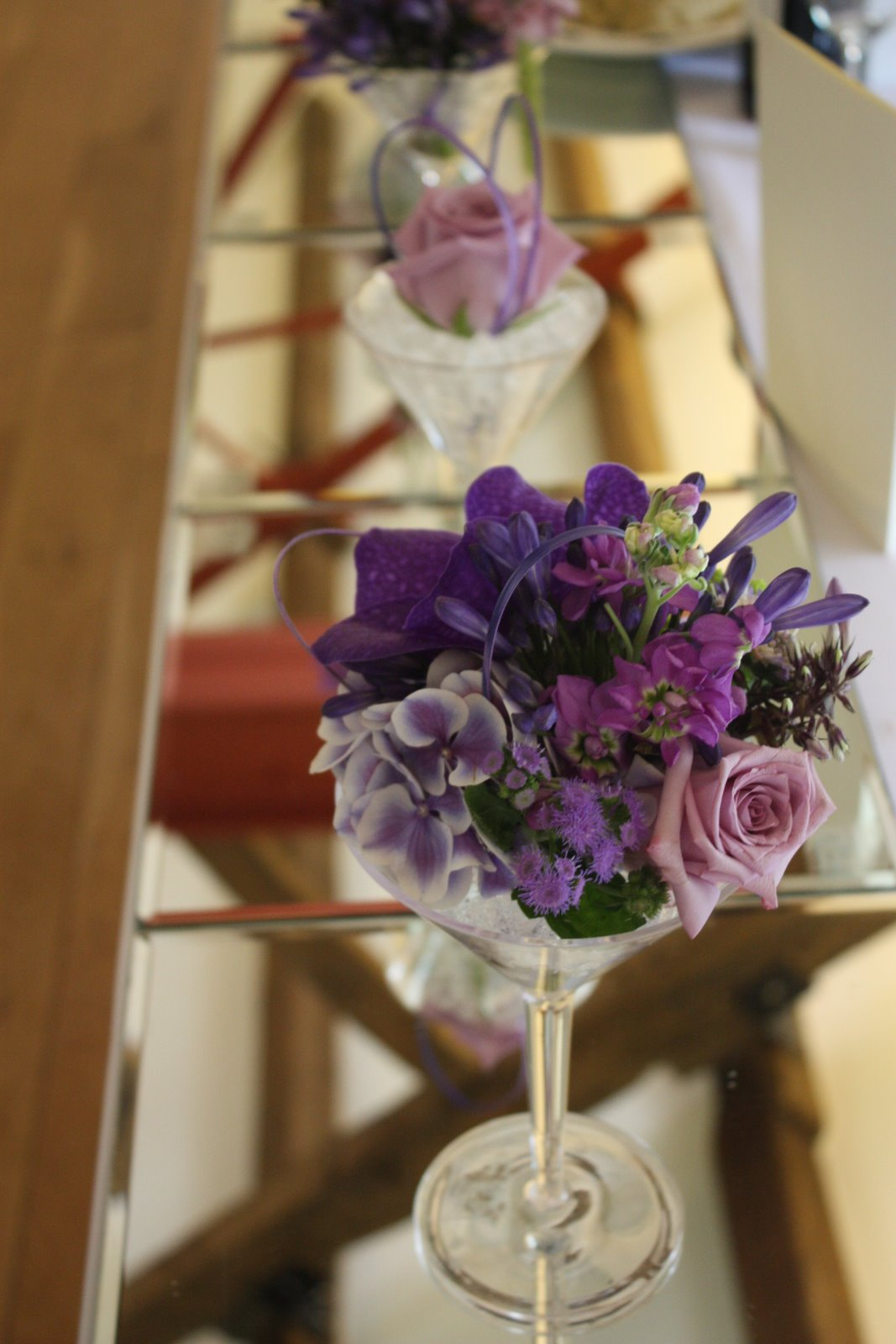 Flower Design Table Centrepieces: Martini Glass Top Table Design at ...