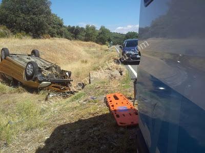 lugar del accidente, vehículo volcado