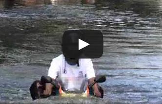video motor menerjang banjir besar