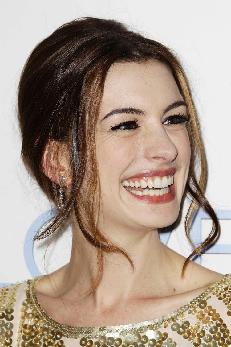 Anne Hathaway Hair 8