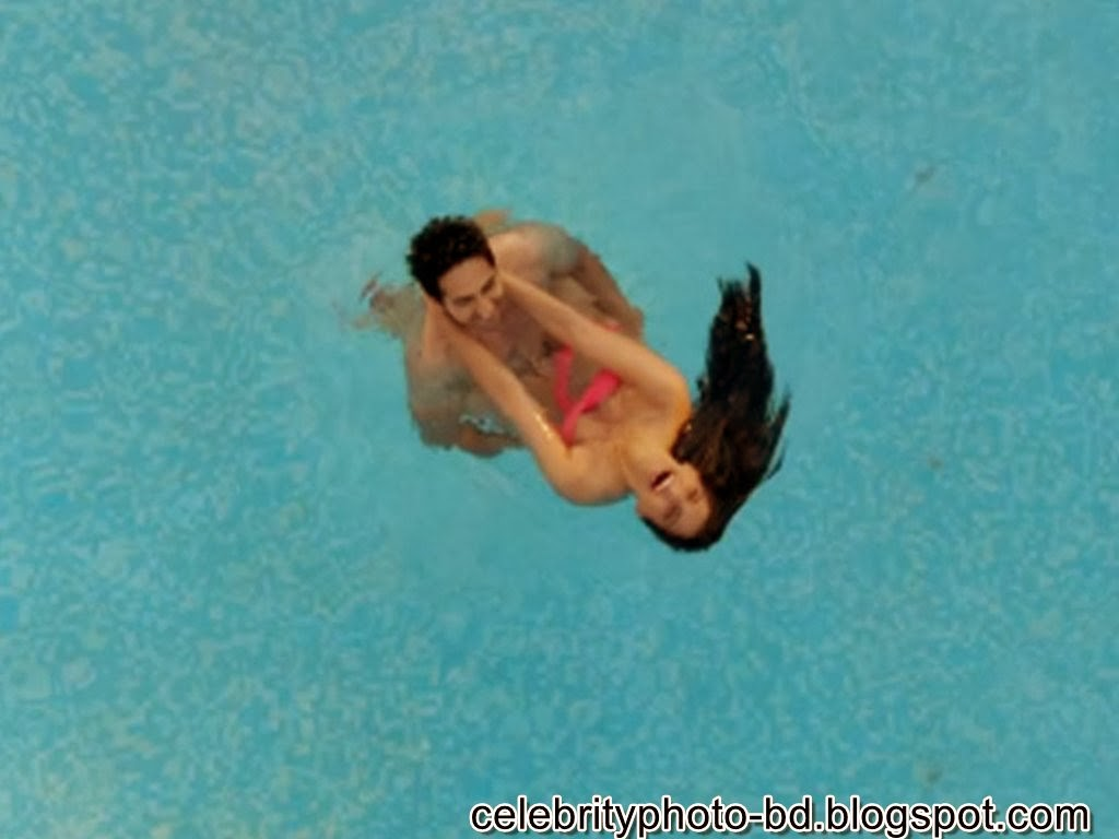 Sonam+Kapoor%2527s+Hot+Bikini+Stills+Photos+from+Bewakoofiyaan001