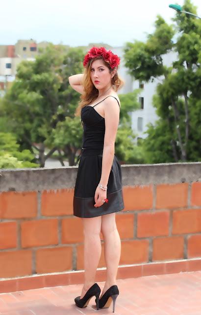 red flowercrown, corona de flores, corona de rosas, rosas rojas, tocado de flores, todaco de rosas, tocado rojo, fashionblogger colombia, fashionblogger cali, bloggers sharing style, share in style, reto de la semana, color rojo