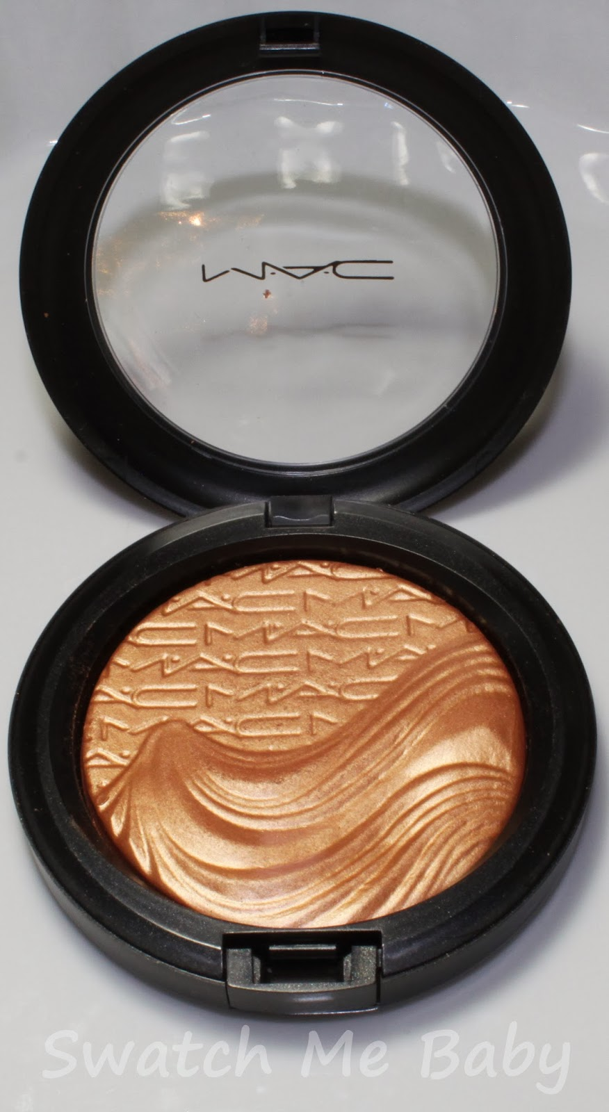 MAC Extra Dimension Skinfinish in Magnetic Appeal