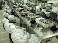Buruh Pabrik Ini Diberi Waktu untuk Tidur Siang