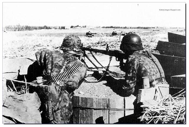 Waffen SS soldiers machine gun Narva