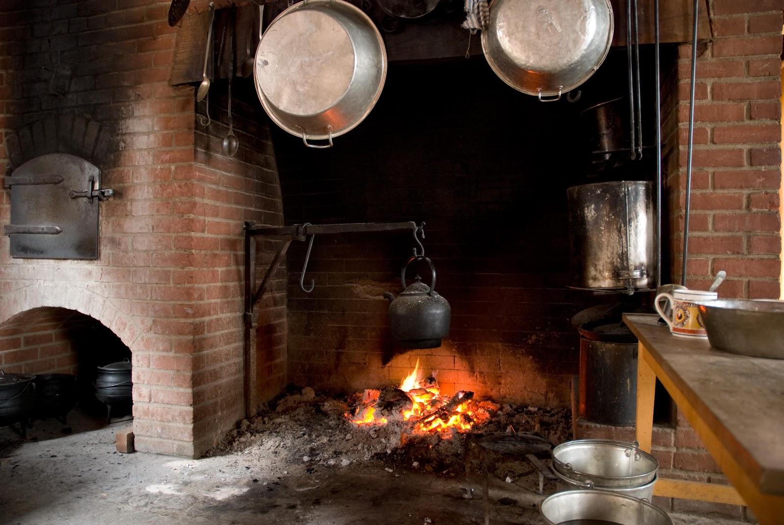 Vita Frugale: Cucinare con il camino