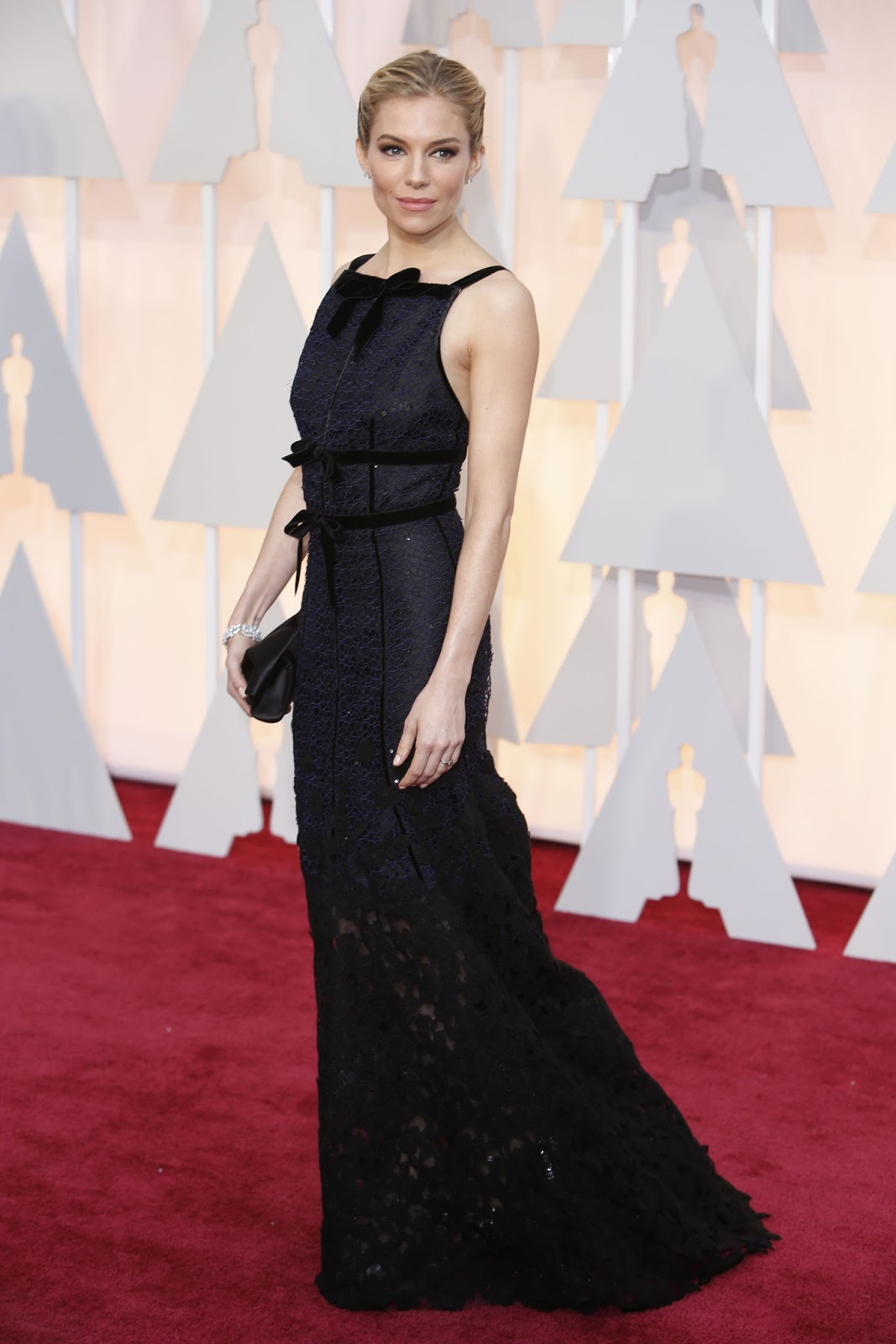 Sienna Miller in Oscar de la Renta at the Oscars 2015