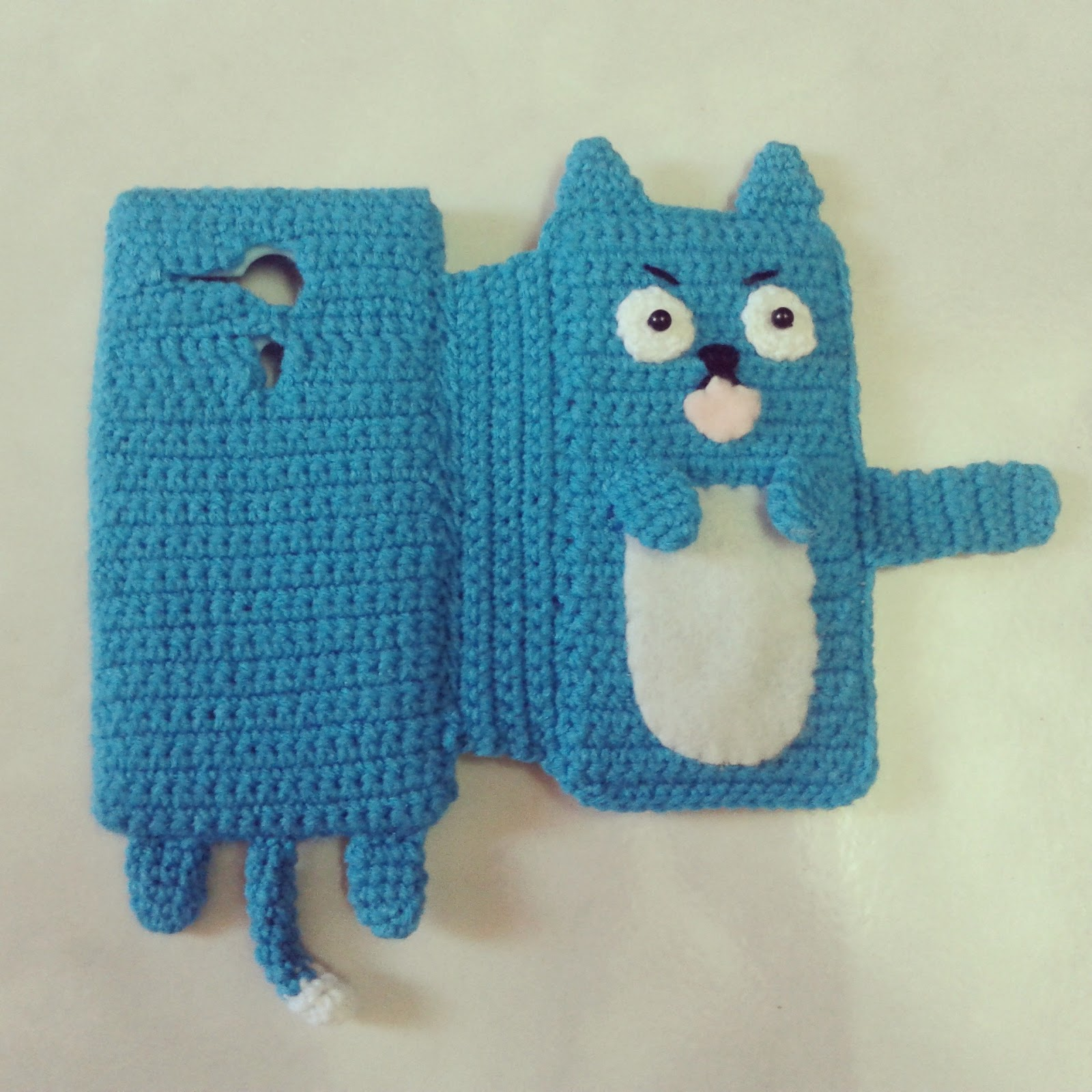 Yarnland aka CarmenPay Craft: Crochet phone case