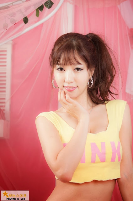 3 Han Min Young in a yellow crop top and shorts - very cute asian girl-girlcute4u.blogspot.com