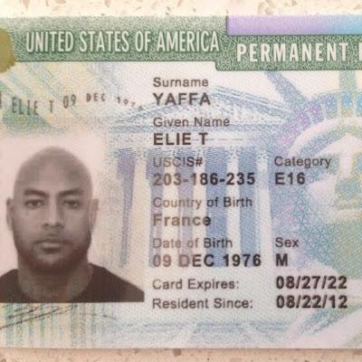 La Fouine montre la Green Card de Booba