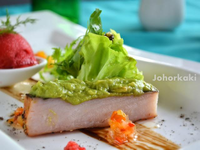 Thistle-Port-Dickson-Resort-Malaysia-Glass-Restaurant