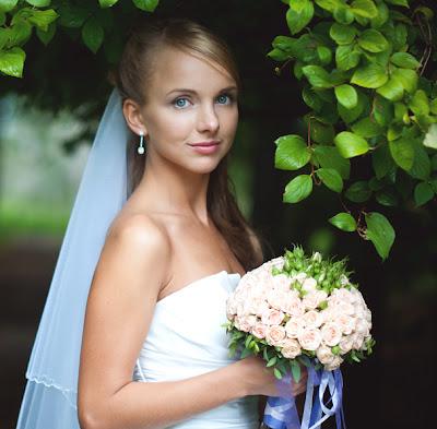 Свадебное фото: невинный взгляд ее счастливых глаз