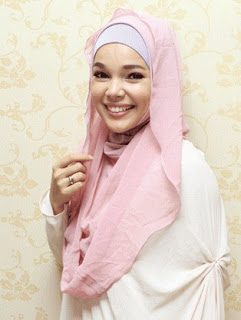 Desain Hijab Modern Ala Dewi Sandra