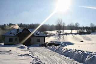 Dom w zimie, Górka na sanki, Ferie w górach, Bekid Niski