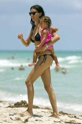 Adriana Lima In A Black Bikini Pictures !
