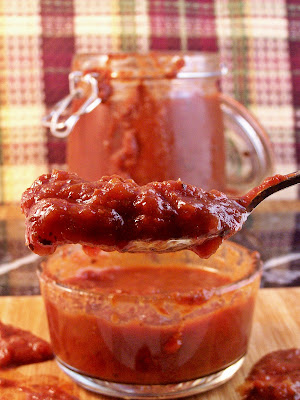 Slow Cooker Sweetums Pizza Sauce | Cravings of a Lunatic | #pizzasauce #sauce #pizza #slowcooker