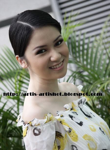 Biodata Artis Dewi Persik