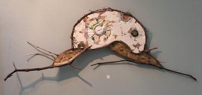 création d'une mosaïque en forme d'escargot avec branches de vigne pâte de verre faïence coquillages mécanisme d'horloge par mimi vermicelle