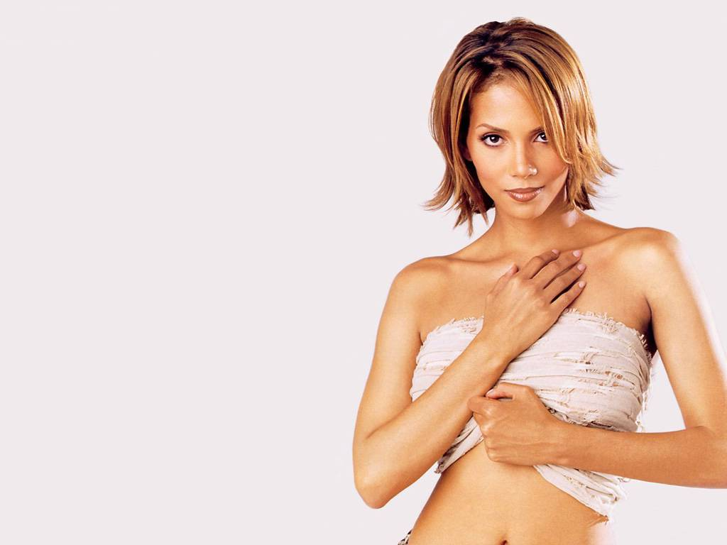 hot n a k e d halle berry