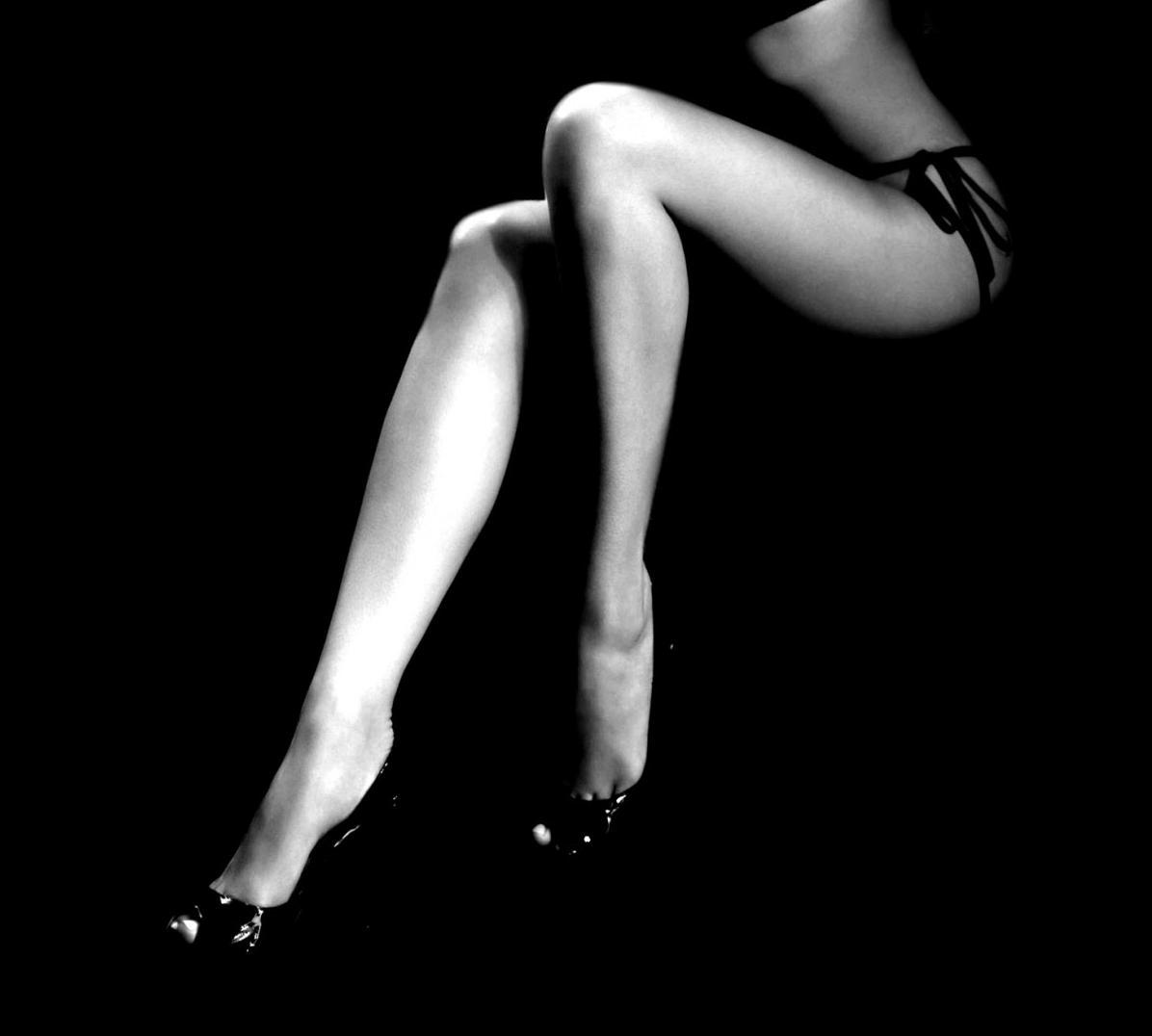Cuadro para mujer con pierna sexy