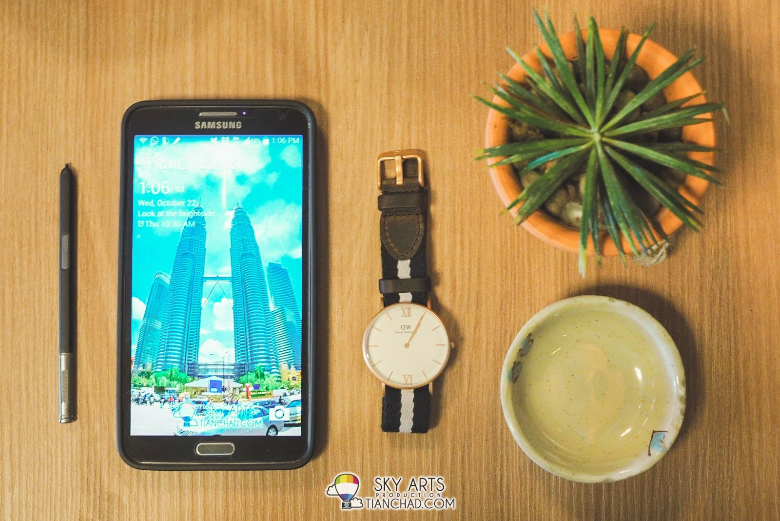 #OOTD Samsung Galaxy Note 3 with Daniel Wellington Watche taken at Tokyo  Kitchen. Love their props on the table