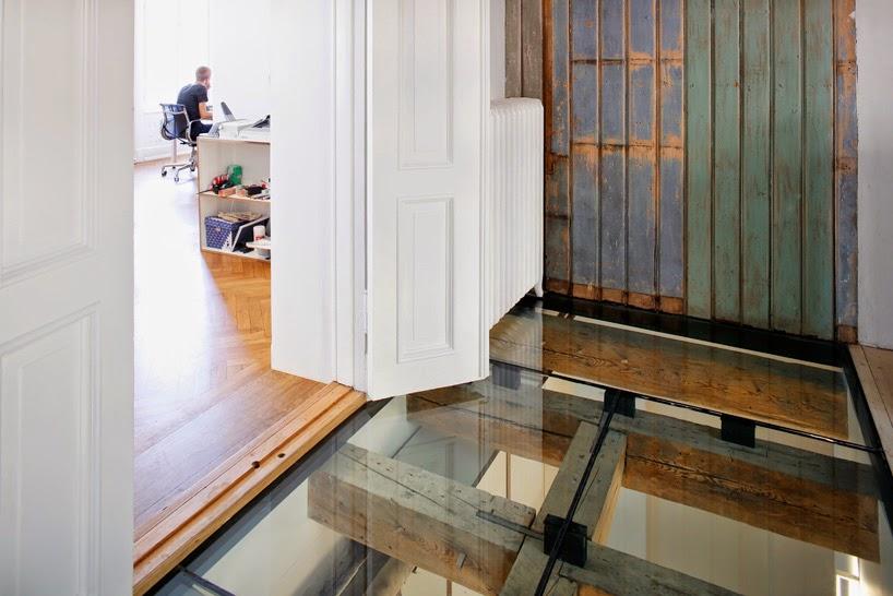 Ilia estudio interiorismo suelo de cristal en oficinas de - Suelos de cristal ...