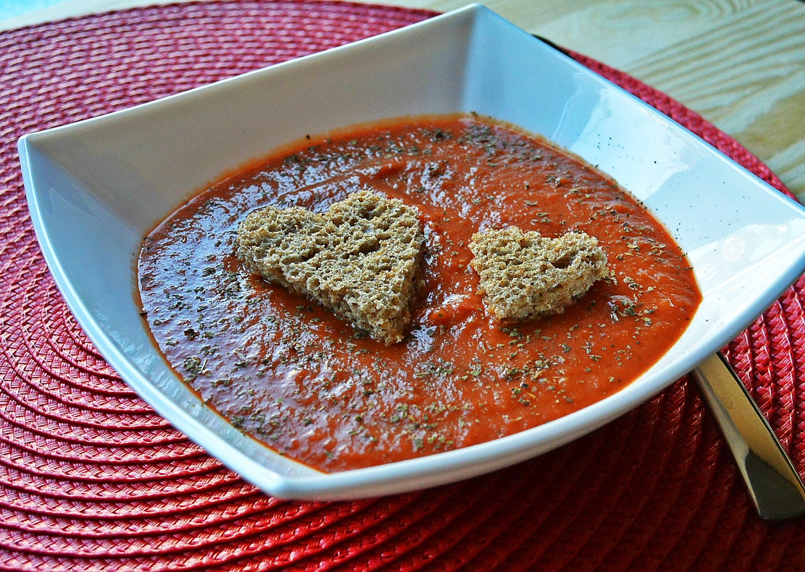 Kremowa zupa pomidorowa z grzankami