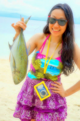 Trisha Sebastian freshly catched fish in Isla Pandan Day Resort Puerto Princesa Palawan | Julius Sebastian