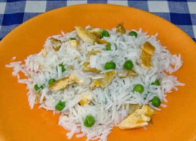 riso con uova e piselli (cotto al vapore senza vaporiera)