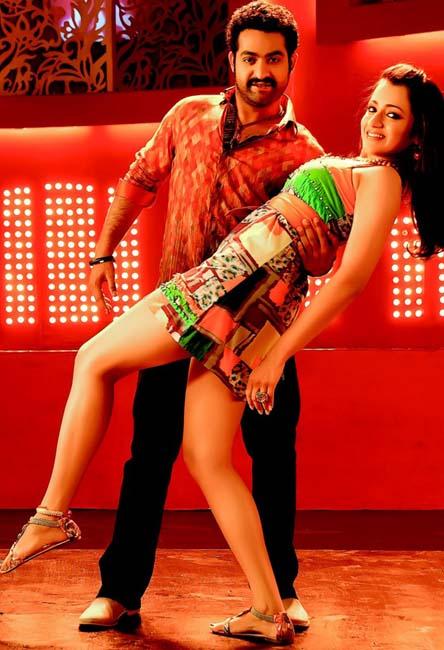 Heroine trisha krishnan ntr Dammu telugu movie stills pics4
