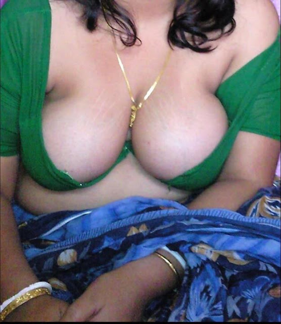 HOT DESI AUNTIES SPICY BOOBS RACK & CLEAVAGE SHOW AFTER DROP DOWN SAREES PALLU indianudesi.com