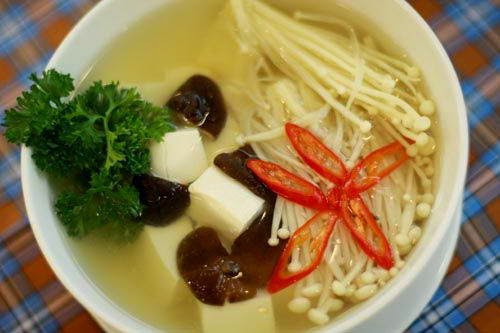 Vietnamese Tofu Soup with Mushrooms and Tomato