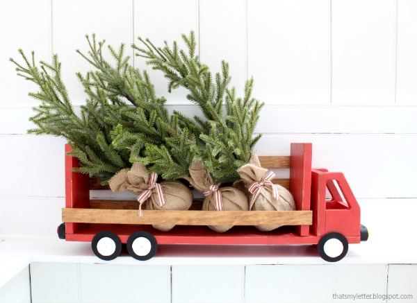 diy truck shelf Christmas decor