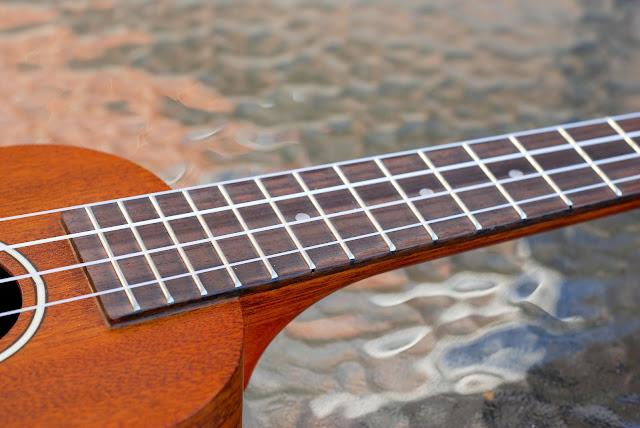 Ohana SK-25 ukulele neck