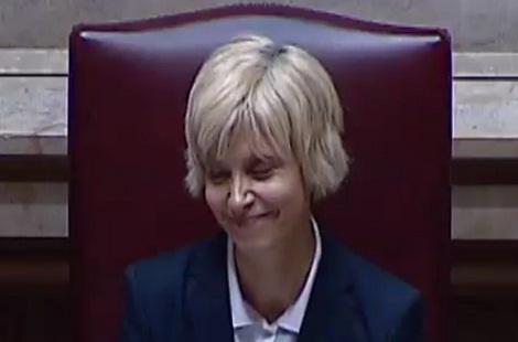Assunção Esteves é a primeira mulher eleita para presidir à Assembleia da República