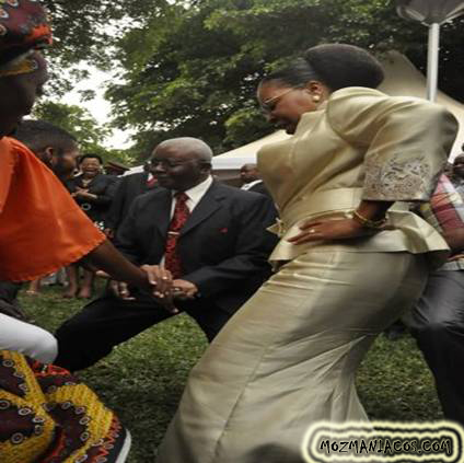 Guebuza Dançando