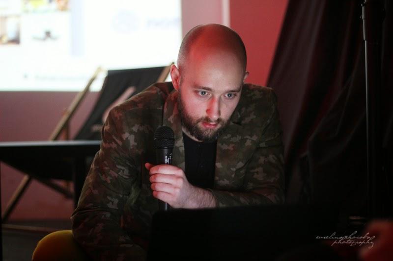 UX Faktoria Łódź, Ewelina Choroba Fotografia, mezczyzna, prelekcja, spotkanie