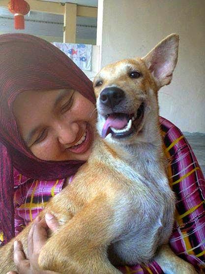 7 gambar hani al zehra peluk anjing   glepor