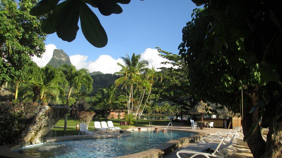 Piscine et jardin du Club Bali Hai