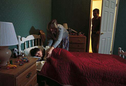 Hasil gambar untuk anak tidur di kamar sendiri