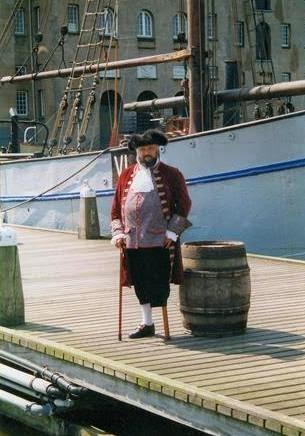 bij het scheepvaartmuseum