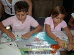 Los niños pintando