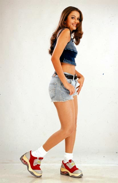 "Amrita Arora :The Latest Hot HD Pics Collection Of Beautiful Actress ""Amrita Arora"" In Shorts"