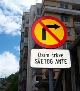 smešni znakovi: zabranjen pristup, osim crkve svetog ante
