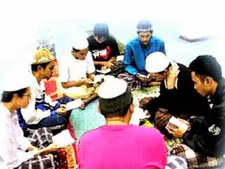 Halaqah (foto dari Hamidi-Muslim)