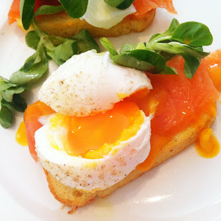 Poached eggs & smoked salmon on toast