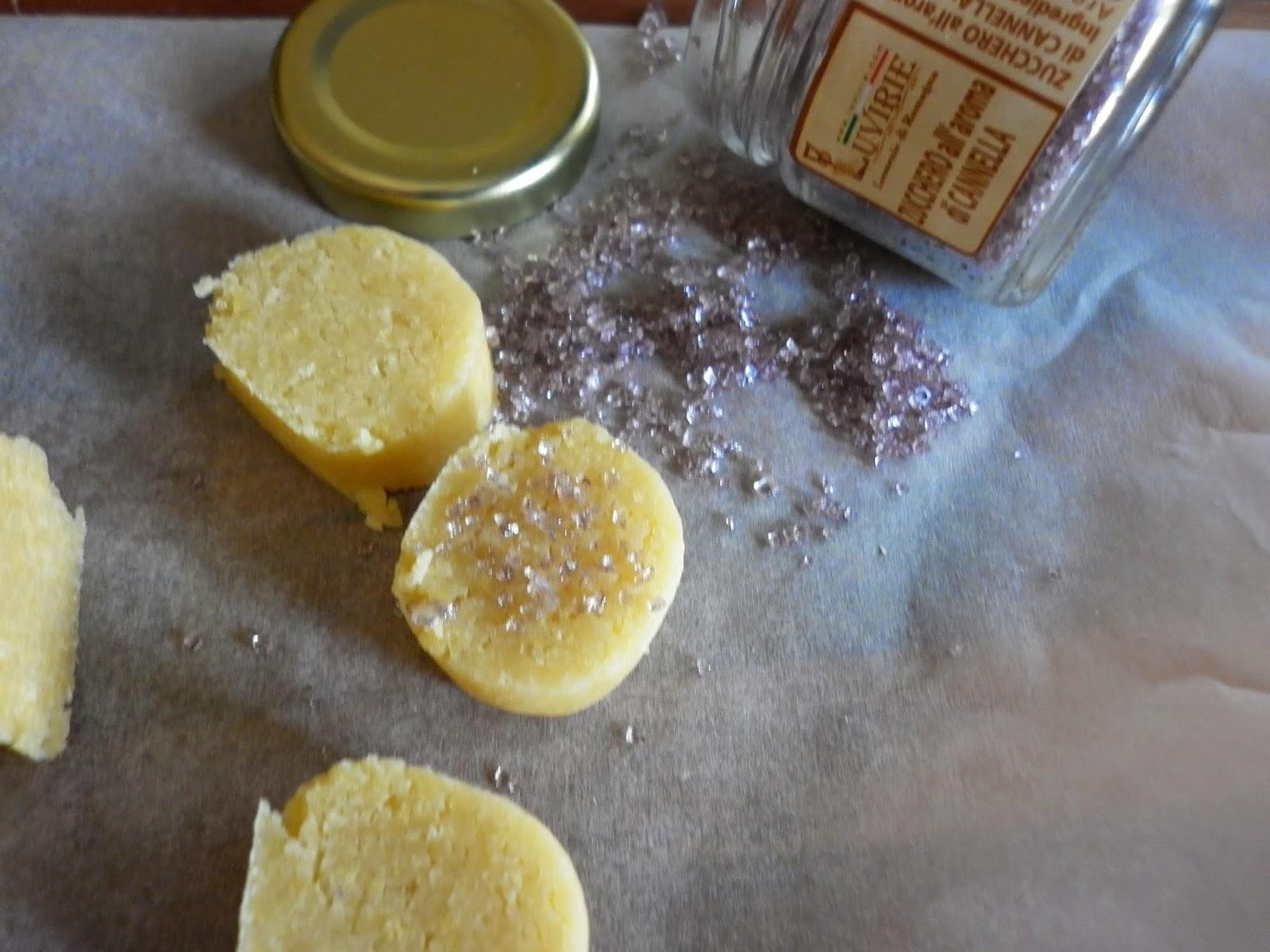 biscotti al burro con zucchero all'aroma di cannella